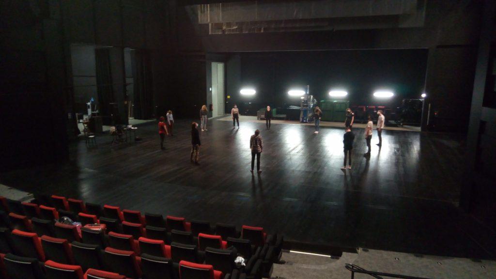 Atelier au Bateau Feu, le vendredi 21 mai pour l'option théâtre première.